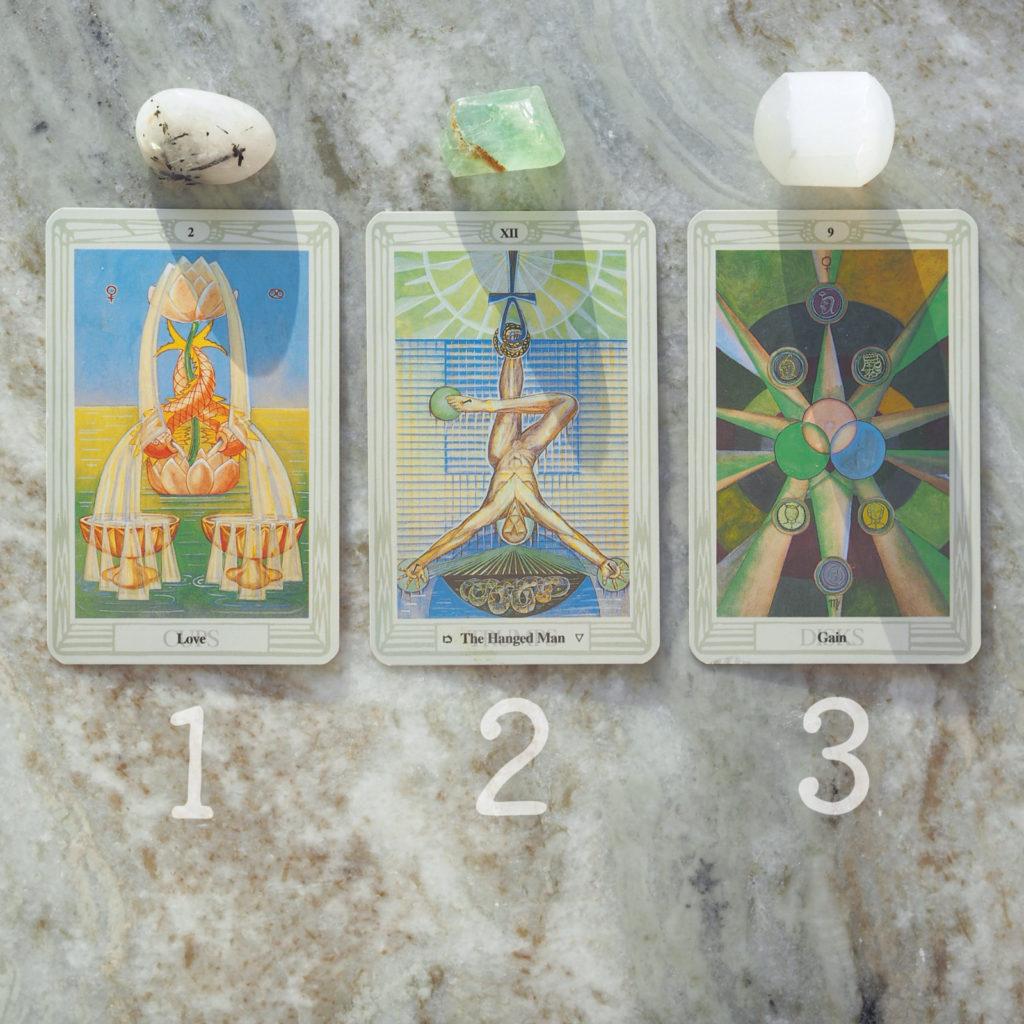 Tarot kortit, kristallit, voimakivet