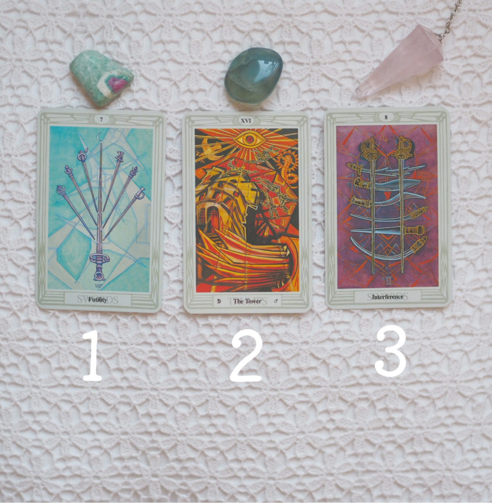 Tarot kortit, Thoth Tarot, kristallit, voimakivet